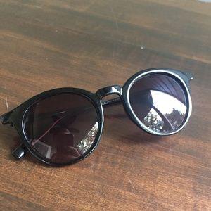 Accessories - Round Wayfarer Style Sunglasses